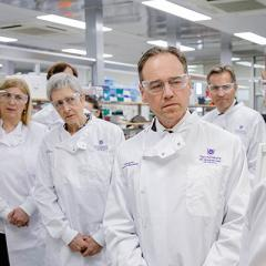 Federal Minister for Health Greg Hunt MP visited The University of Queensland today to announce more than $440 million in NHMRC funding for Australian researchers.